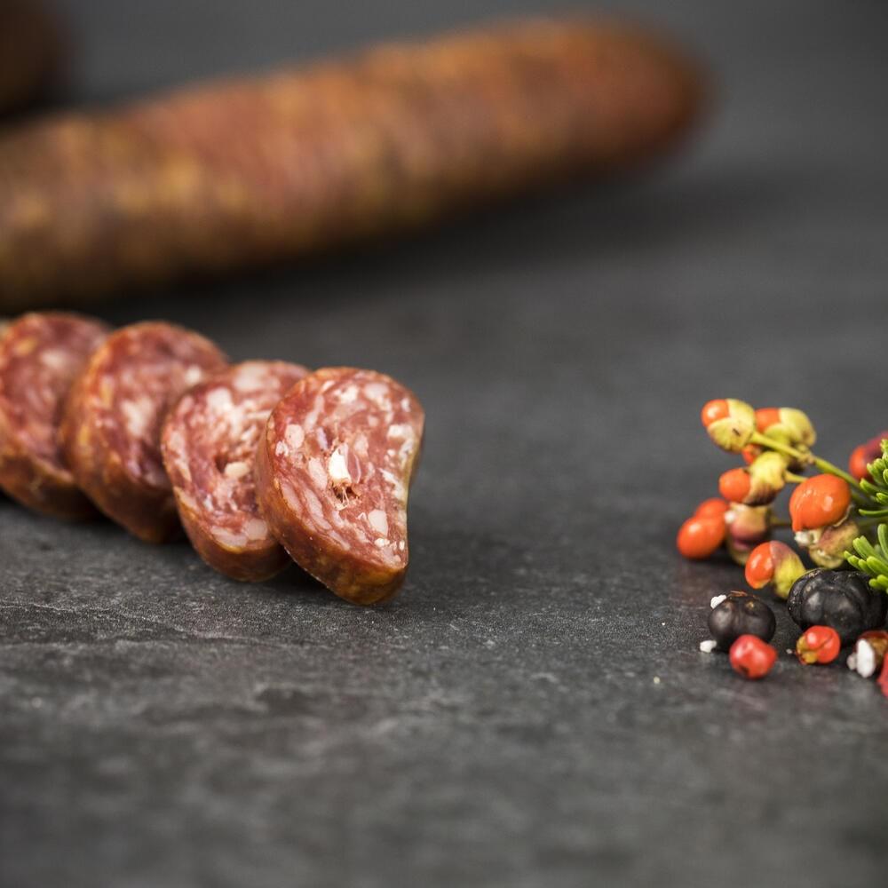 Südtiroler Kaminwurzen mit Gamsfleisch